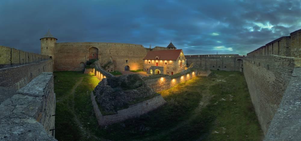 Ночь в Ивангородской крепости