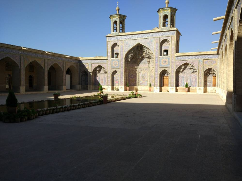 Мечеть Насир оль-Мольк, внутренний двор