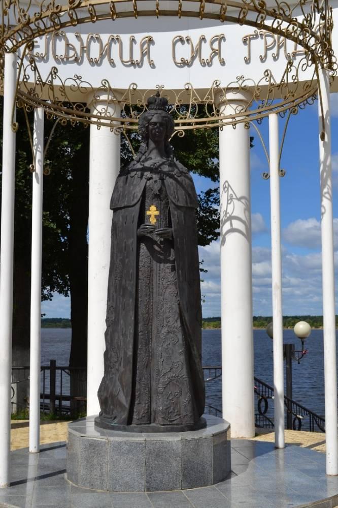 Памятник Марии Александровне