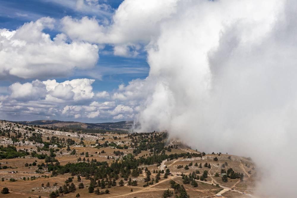 Туманное облако над Ай-Петри