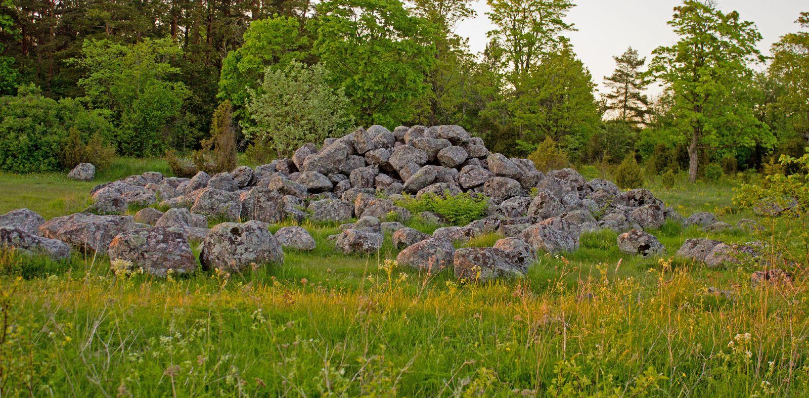 Pühad kivid loojangul