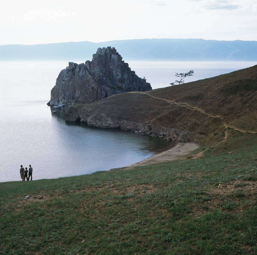 Скала́ Шама́нка, Байкал.